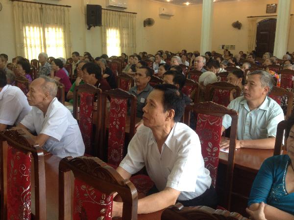 Các thành viên hội người cao tuổi quận Cầu Giấy rất hào hứng với buổi hội thảo